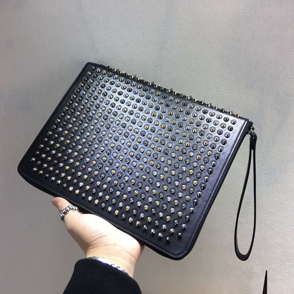 TOPセラー賞受賞┃ルブタン財布 コピー┃Spiked leather iPad case